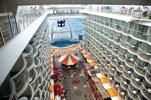 Avenida del Oasis of the Seas