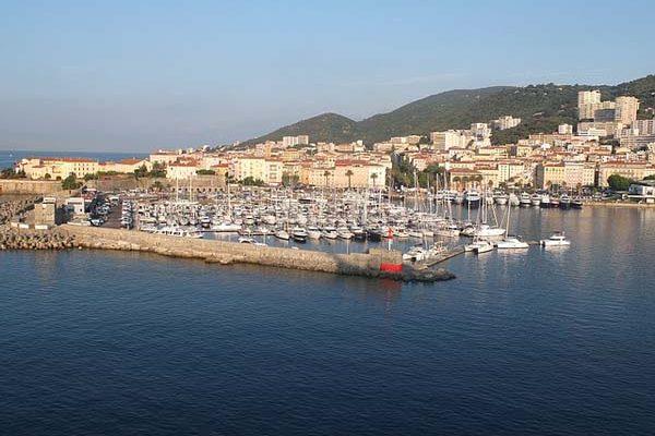 Ajaccio puerto