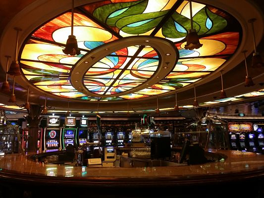Bar del Casino Royal en Brilliance of the Seas