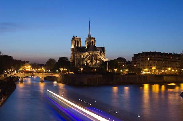 Sena con Notre Dame al fondo