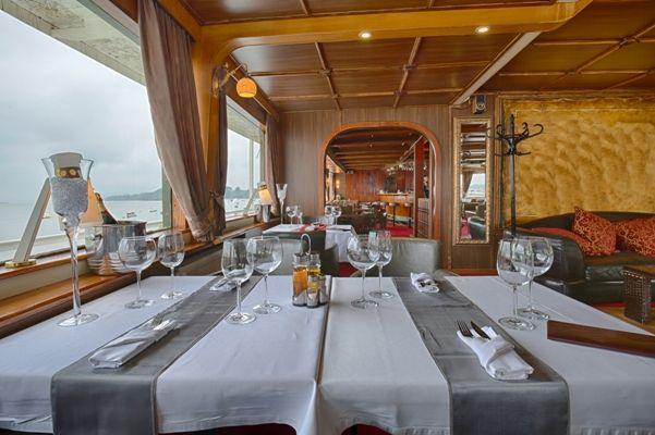 Ventaja de quedarte a comer a bordo durante una escala