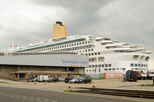 Queen Elizabeth en el puerto de Southampton