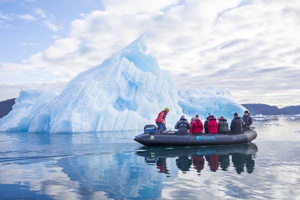 Turistas en una excursión en Groenlandia