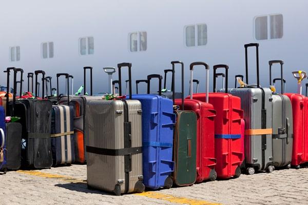 maletas en el desembarque de un crucero