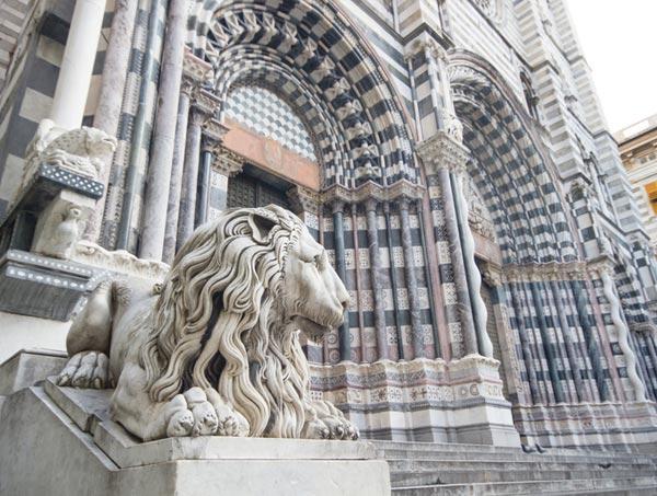 Catedral Genova estatua del leon